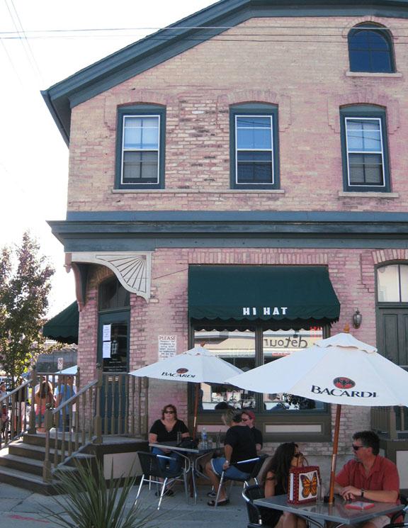 Hi Hat Lounge , Milwaukee