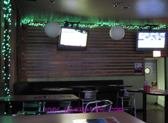 Avenue Tavern , Chicago