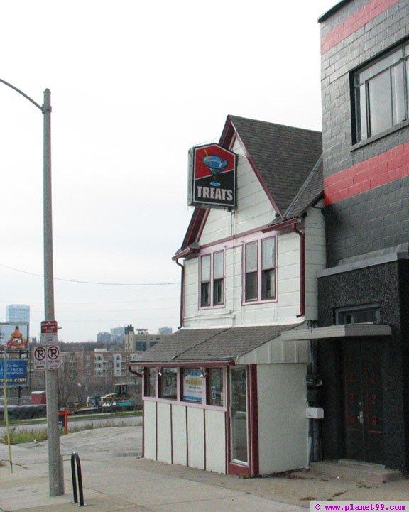 Treats Tavern , Milwaukee