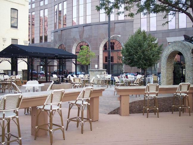 Bar Louie , Milwaukee