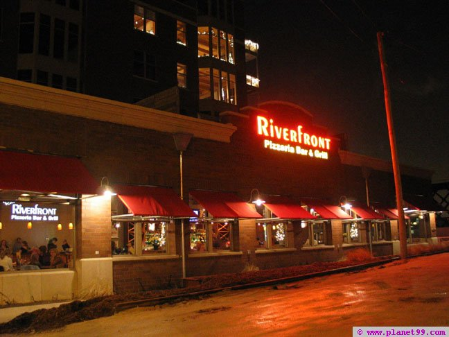 Riverfront Pizzeria Bar and Grill , Milwaukee