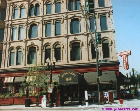 Chicago , Maggiano's Little Italy