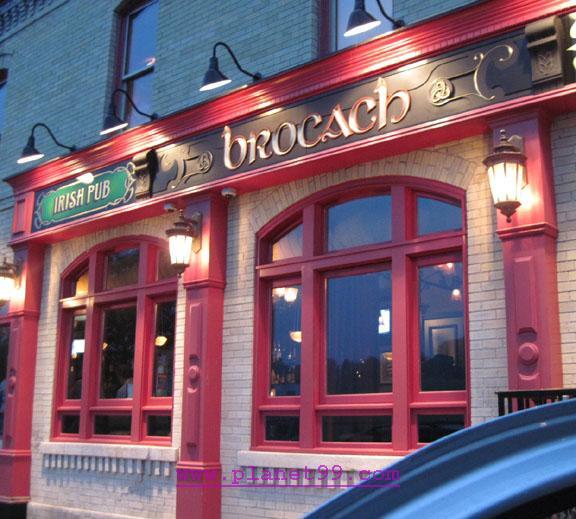 Milwaukee , Brocach Irish Pub and Restaurant