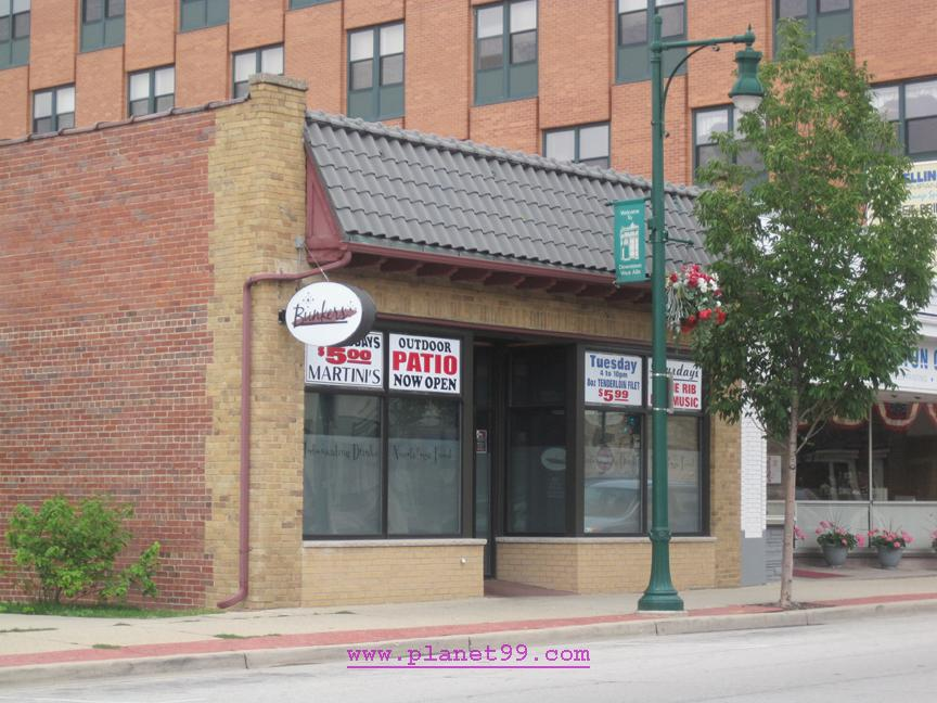 Bunkers Island Pub and Eatery , West Allis