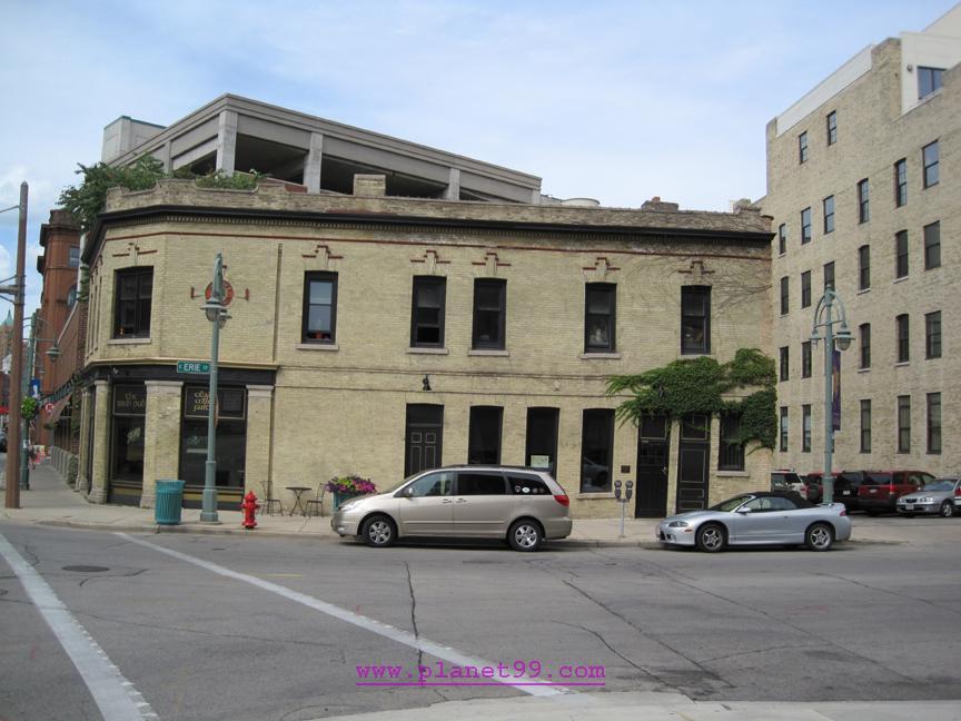 Milwaukee , Irish Pub