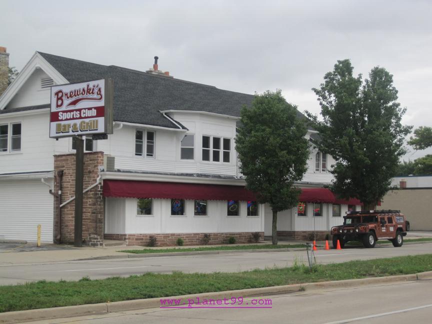 Brewski's Sports Club Bar and Grill , Milwaukee