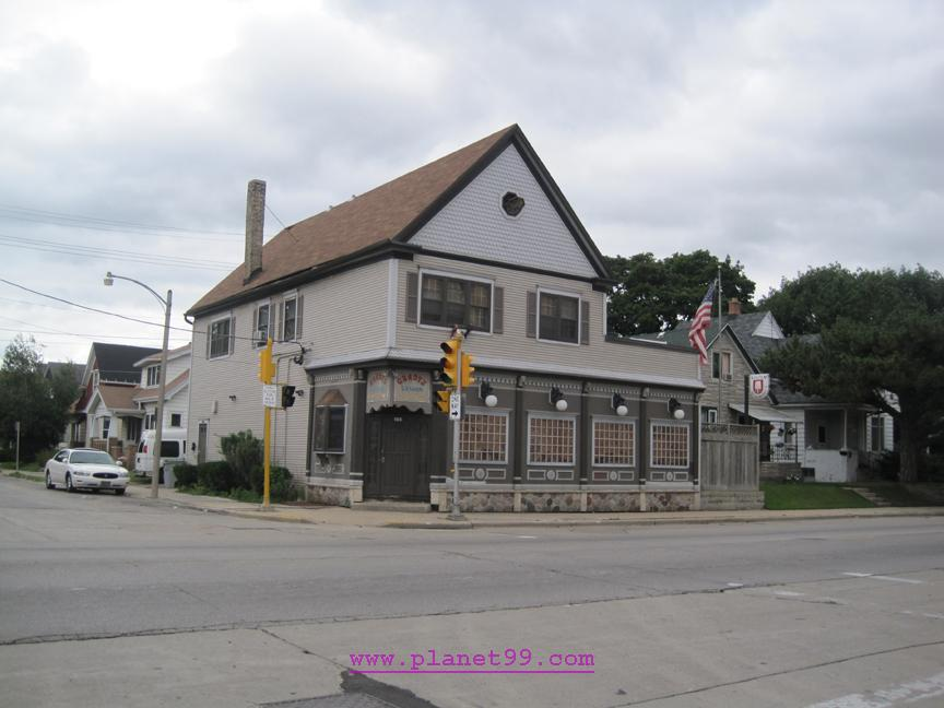 Gradys Saloon , Milwaukee