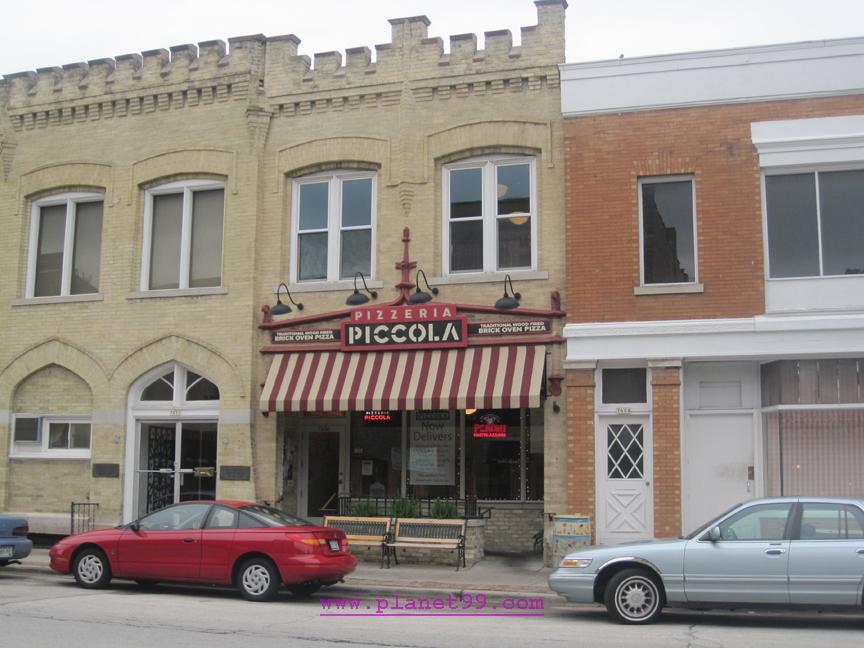 Pizzeria Piccola , Milwaukee