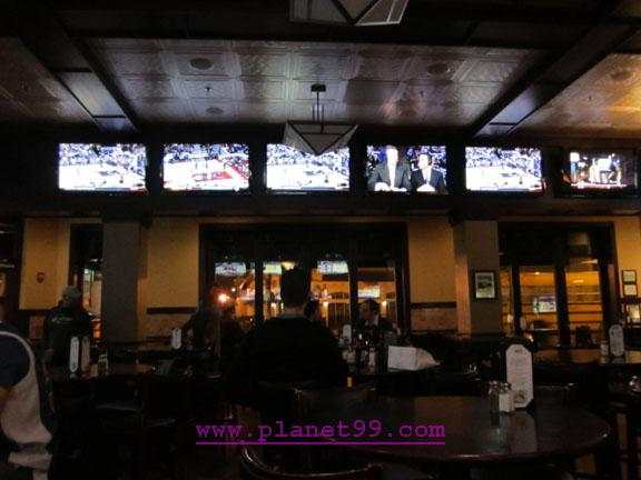 Sports Corner Bar and Grill , Chicago