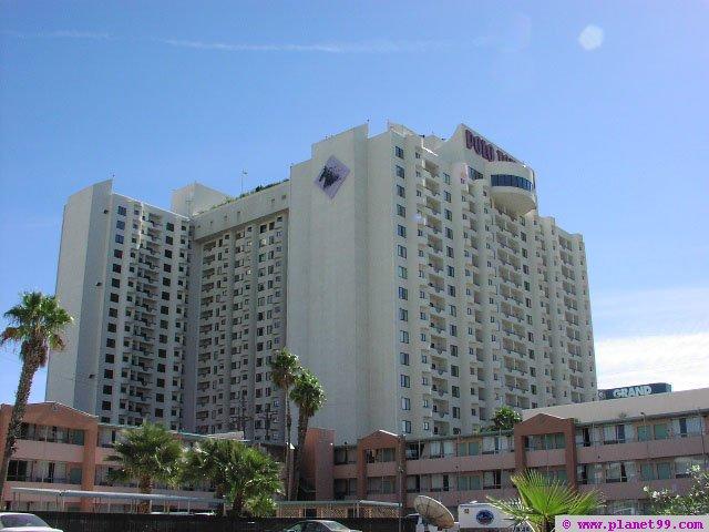 las vegas polo towers with photo via planet99. Black Bedroom Furniture Sets. Home Design Ideas